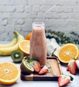 Rosa-Smoothie mit Erdbeere, Banane und Avocado Rezept
